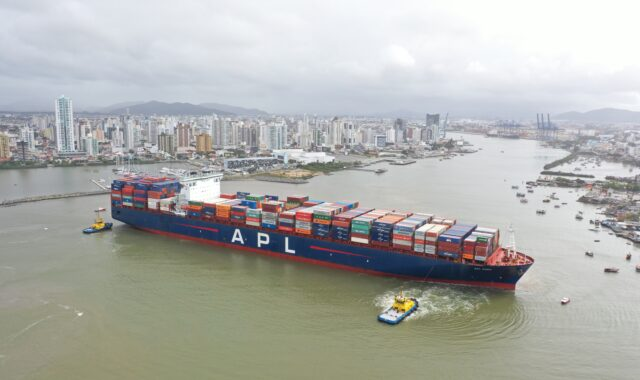 Real-time metocean monitoring system for port operations