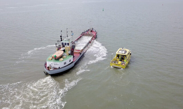 Survey of currents around a dredge with a Nortek vessel-mounted ADCP